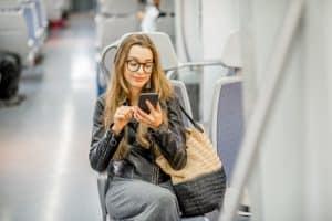 Litauisch lernen im Zug während der fahrt